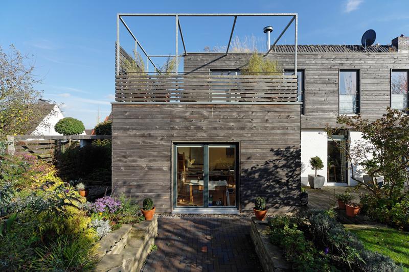 Sonnenrain: Anbau mit Terrasse